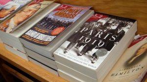 Borders_bookshelf